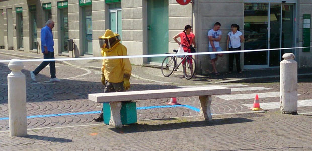 api-in-piazza-Garibaldi-ev