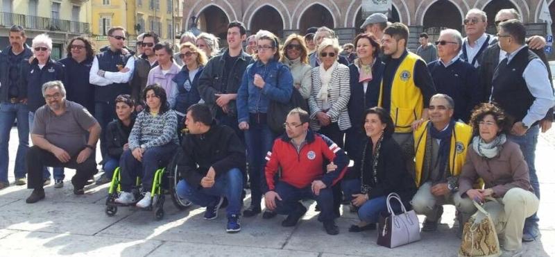 Gruppo Piazza Garibaldi-lions-ev