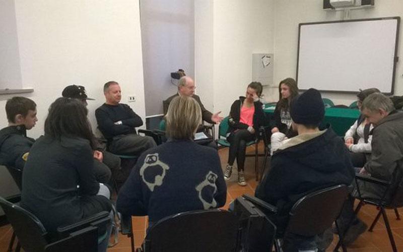 Nella foto un incontro a Santa Chiara
