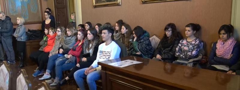 Nella foto i ragazzi di Santa Chiara durante la conferenza