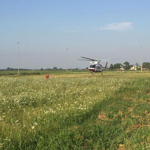 Nella foto l'elicottero impegnato nelle ricerche