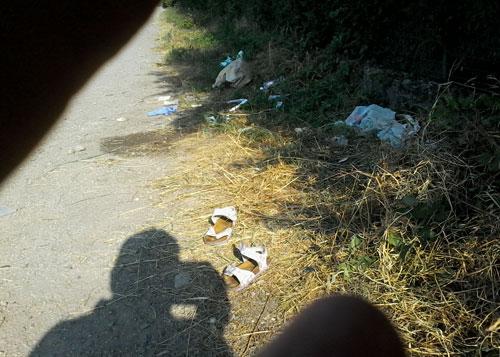 Nella foto il ciglio del canale dove è uscita di strada l'auto