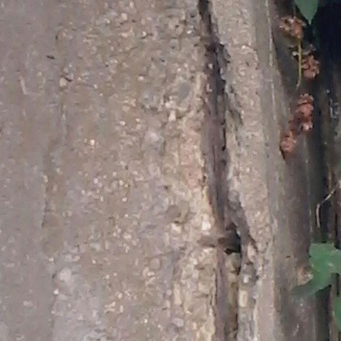 Nella foto la crepa nel ponte ben visibile
