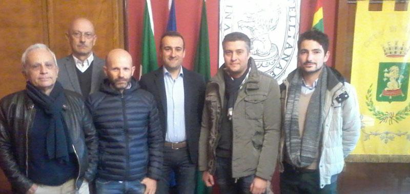 Nella foto i professionisti della Studio Polaris con il sindaco Cavatorta