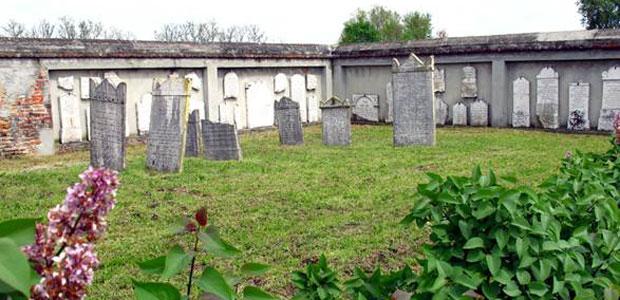 cimitero-ebraico-ev