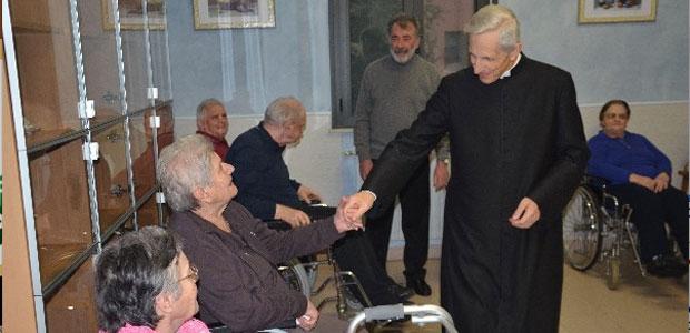 vescovo-anziani-ev