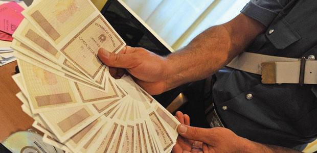 Carte false per il permesso di soggiorno Tunisino denunciato ...