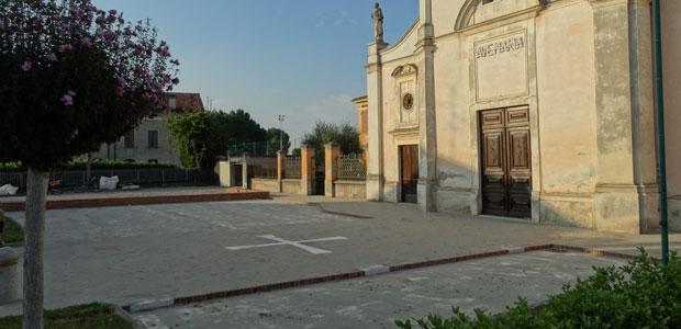 salina-piazza-chiesa-ev