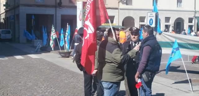 sciopero-piazza-saviola-ev