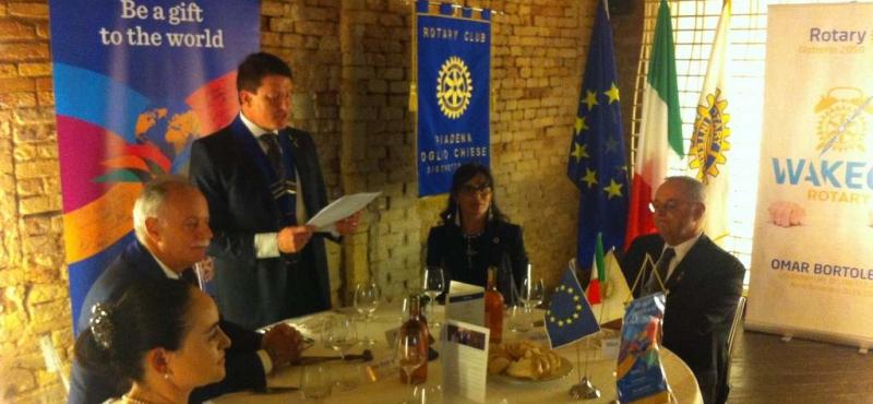 tavolo di presidenza-rotary-ev