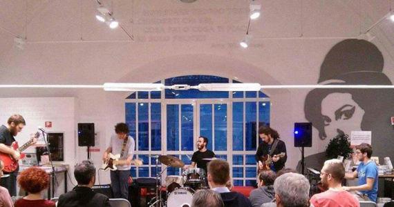 Nella foto i Niente di Personale in concerto alla Feltrinelli di Parma