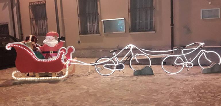Babbo Natale In Bicicletta.Dosolo Il Paese Dove Babbo Natale Arriva In Bici Idea Ecologica
